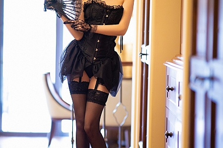 XiuRen第2400期_女神杨晨晨sugar私房黑色情趣内衣配吊带黑丝裤袜极致魅惑写真56P