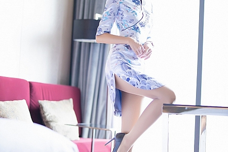 [XiaoYu画语界]Vol.304_嫩模Carry青花瓷古韵旗袍半脱露性感内衣秀美腿迷人写真71P
