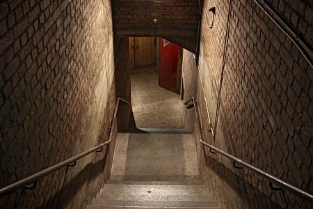 伦敦掩体 (Bunker) 调教室
