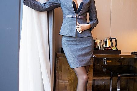 [XiaoYu画语界]Vol.347_气质女神Carry私人管家主题脱职业装露黑丝裤袜极致诱惑写真81P