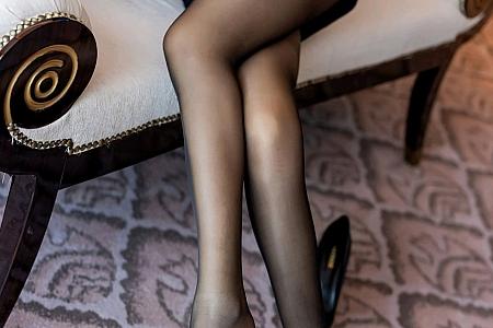 [IMISS爱蜜社]Vol.520_嫩模萌白酱职场秘书OL制服主题沙发上半脱露内衣性感写真50P