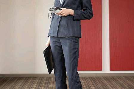 XiuRen第2829期_嫩模陆萱萱银行客户经理主题半脱露酒红色蕾丝内衣迷人诱惑写真80P