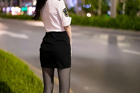 XiuRen第2820期_女神周于希Sandy时尚魅力制服私房半脱露性感红色内衣诱惑写真50P