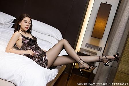 XiuRen第2786期_嫩模言沫黑色华丽典雅吊裙配黑丝裤袜半脱秀苗条身材性感写真44P