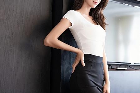 XiuRen第2892期_气质美女Carry私房性感白色内衣配开档黑丝裤袜秀玲珑身材写真68P