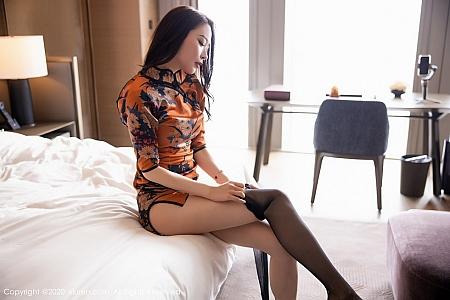 XiuRen第2899期_嫩模梦心月心愿旅拍古韵旗袍配无内黑丝裤袜秀翘臀极致魅惑写真122P