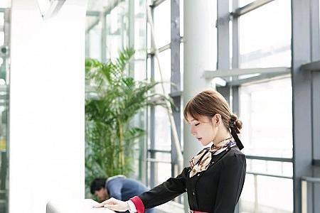 XiuRen第2915期_女神周于希Sandy空姐真实场景剧情主题红色内衣配黑丝诱惑写真106P