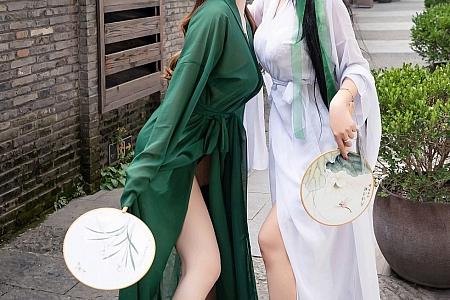 XiuRen第2913期_女神尤妮丝&果儿Victoria演绎青白蛇主题私房内衣诱惑写真57P