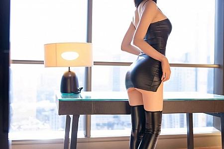 XiuRen第2920期_嫩模梦心月心愿旅拍私房黑色性感皮衣紧身秀高挑身材诱惑写真93P