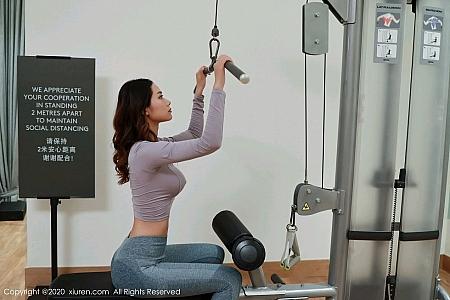 XiuRen第2926期_嫩模方子萱健身房主题私房浴室脱紧身运动服秀完美身材写真56P