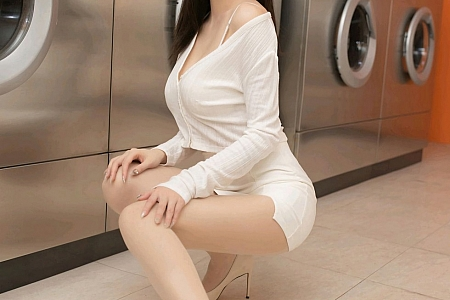 XiuRen第2943期_嫩模安然Maleah洗衣房老板主题私房半脱露性感内衣撩人诱惑写真66P