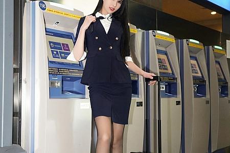 XiuRen第2961期_嫩模果儿Victoria&葛征空姐职业制服主题秀魔鬼身材魅惑写真82P