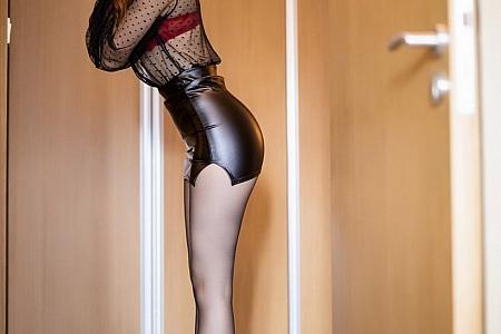 [XiaoYu画语界]Vol.443_女神芝芝Booty私房脱黑短裙露性感红色内衣撩人姿势诱惑写真107P