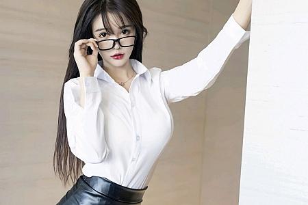 XiuRen第2976期_嫩模南初妹妹经典秘书职业装主题白衬衣配黑短裙秀美腿诱惑写真53P