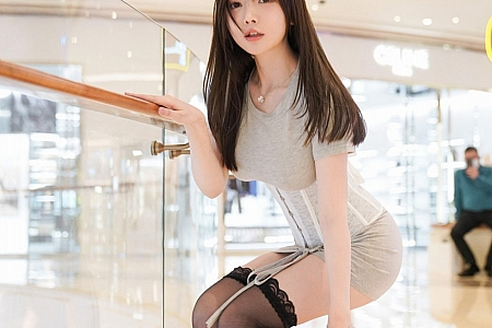 XiuRen第3001期_嫩模糯美子Mini澳门旅拍紧身内衣秀绝佳身材童颜巨乳诱惑写真60P