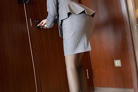 [XiaoYu画语界]Vol.450_嫩模郑颖姗经典职场制服主题黑色蕾丝吊袜秀翘臀诱惑写真90P