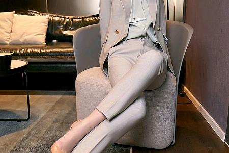 XiuRen第3009期_嫩模九月生秘书职业装主题私房半脱露性感内衣完美诱惑写真100P
