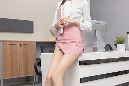 XiuRen第3030期_嫩模陆萱萱三亚旅拍办公室主题开档肉丝裤袜秀翘臀诱惑写真63P
