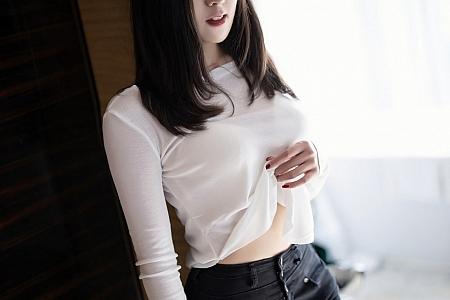 [XiaoYu画语界]Vol.458_嫩模蜜桃酱私房脱紧身牛仔裤露无内肉丝裤袜秀翘臀诱惑写真62P