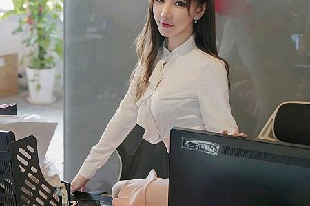 XiuRen第3046期_女神周于希Sandy办公室前台主题粉色短裙下薄透肉丝诱惑写真100P