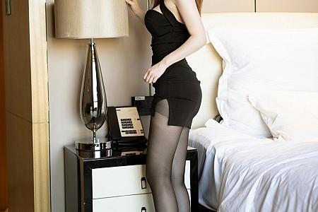 XiuRen第3071期_嫩模白茹雪Abby典雅黑色礼裙配魅惑黑丝裤袜秀翘臀撩人诱惑写真40P