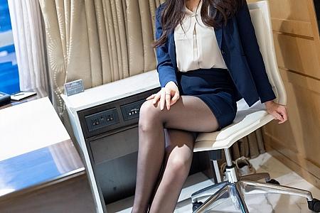 [IMISS爱蜜社]Vol.549_气质美女Vanessa短裙下性感黑丝裤袜秀美腿迷人诱惑写真53P