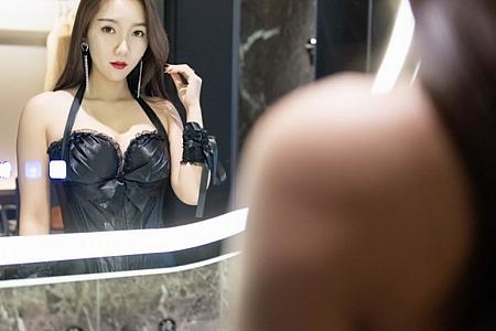 XiuRen第3118期_嫩模艾静香黑色束胸皮衣配吊带蕾丝袜半脱秀火辣身材诱惑写真40P