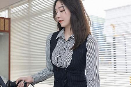 XiuRen第3123期_嫩模安然Maleah便利店职员主题脱条纹衬衫露蕾丝内衣完美诱惑写真75P