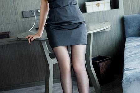 XiuRen第3131期_嫩模蜜桃cc大床上性感黑色内衣配黑丝裤袜秀完美身材诱惑写真55P