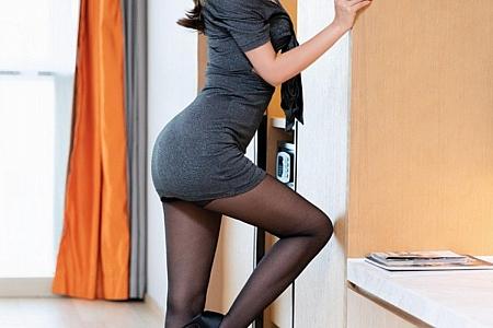 XiuRen第3136期_嫩模艾静香黑色服饰主题私房性感内衣半脱露浑圆翘臀诱惑写真41P