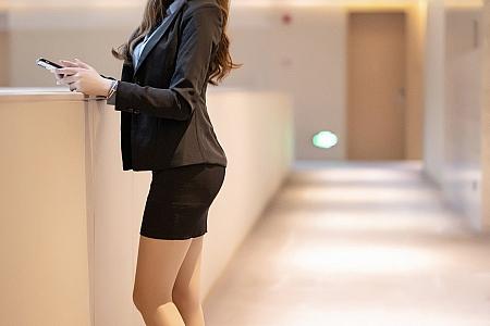 [XiaoYu画语界]Vol.480_嫩模梦梵职场OL制服私房脱黑短裙露无内肉丝裤袜诱惑写真60P