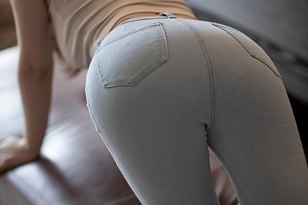 XiuRen第3192期_女神Cherry绯月樱三亚旅拍脱紧身牛仔裤露肉丝裤袜完美诱惑写真74P
