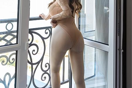 XiuRen第3200期_女神Egg_尤妮丝厦门旅拍高叉连体衣配无内肉丝裤袜诱惑写真46P