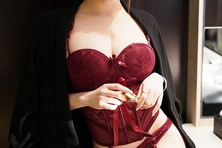 XiuRen第3204期_嫩模玉兔miki红色情趣内衣主题私房黑丝吊袜秀完美身材诱惑写真65P