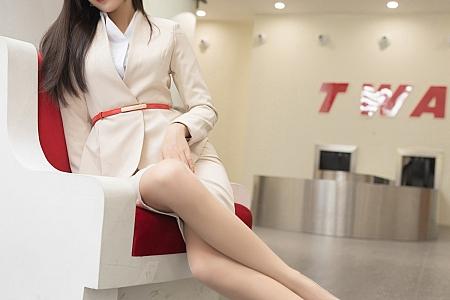 XiuRen第3209期_嫩模陈小喵空姐候机厅主题性感白衬衣配开档肉丝裤袜诱惑写真78P