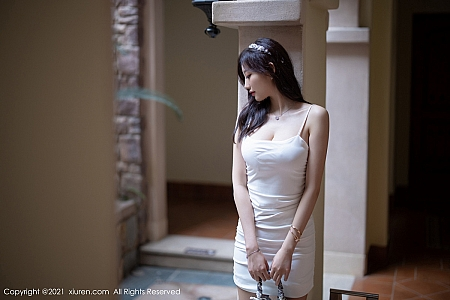 XiuRen第3234期_女神杨晨晨sugar私房白色典雅吊裙半撩露完美身材撩人诱惑写真50P
