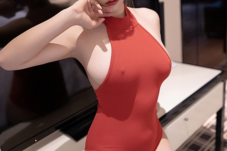 [XiaoYu画语界]Vol.500_嫩模奈沐子私房浴缸猩红连衣服饰配黑丝袜湿身极致魅惑写真50P