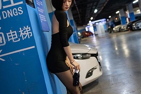 XiuRen第3264期_女神Angela00户外剧情主题拍摄低胸礼裙配黑丝裤袜极致魅惑写真48P