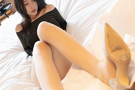 XiuRen第3265期_嫩模玥儿玥er厦门旅拍床上超薄肉丝裤袜半脱秀美乳翘臀诱惑写真45P