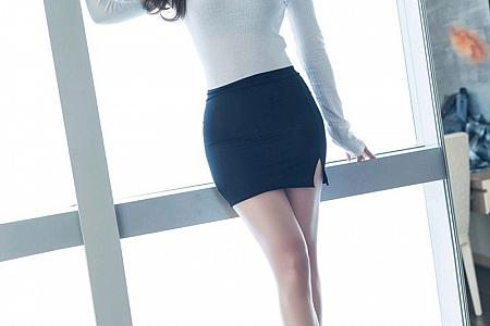[IMISS爱蜜社]Vol.573_气质女神Lavinia私房短裙下超薄肉丝裤袜秀性感美腿诱惑写真61P