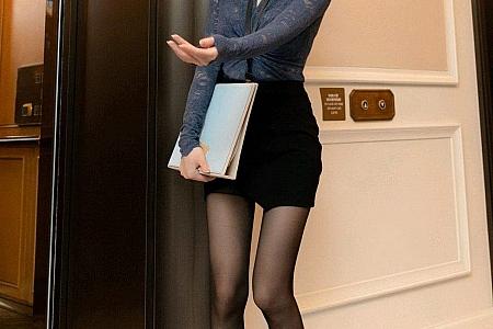 XiuRen第3301期_女神周于希Sandy厦门旅拍看房剧情主题开档黑丝裤袜魅惑写真104P
