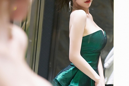 XiuRen第3321期_女神周于希Sandy饕餮盛宴视觉主题浴室半脱秀火辣身材诱惑写真51P