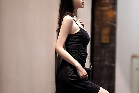 XiuRen第3272期_嫩模梦心月海南旅拍黑色吊裙配开档黑丝裤袜秀翘臀美腿诱惑写真88P