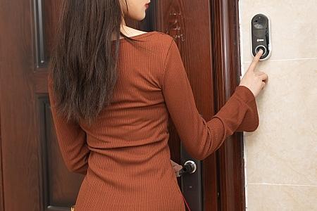 XiuRen第3362期_嫩模陆萱萱成都旅拍租赁女友见父母主题超薄肉丝裤袜诱惑写真73P