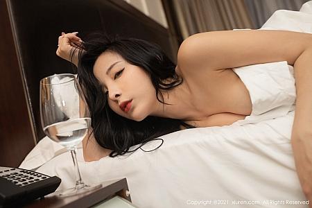 XiuRen第3382期_嫩模陈小喵成都旅拍独自在家主题床上无内黑丝秀翘臀诱惑写真81P