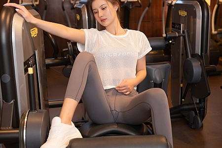 XiuRen第3404期_嫩模就是阿朱啊澳门旅拍健身房主题运动内衣秀完美身材诱惑写真86P