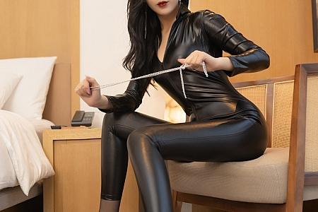 XiuRen第3484期_嫩模陈小喵成都旅拍情趣皮衣主题私房露超薄黑丝裤袜诱惑写真68P