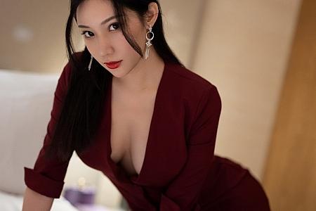 [IMISS爱蜜社]Vol.598_女神小狐狸Kathryn猩红华丽大衣配黑丝裤袜极致魅惑写真68P