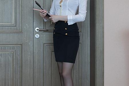 XiuRen第3612期_模特安然Maleah基金经理主题白衬衣配黑丝裤袜迷人诱惑写真85P