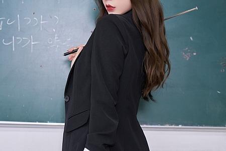XiuRen第3650期_女神周于希Sandy教师的秘密主题超薄无内黑丝秀翘臀诱惑写真88P